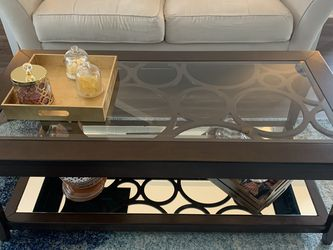 2 Tiers Coffee Table With Wheels (Rooms To Go) for Sale in Nashville,  TN