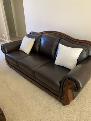 Beautiful like new sofa with ottoman!! for Sale in Cathedral City, CA