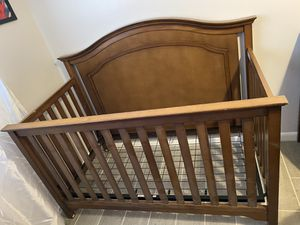 Convertible Crib & Matching Dresser With Changing Table Top for Sale in NO FORT MYERS, FL