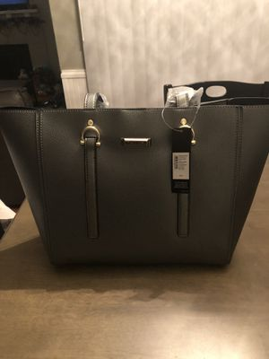 Tahari silver/grey purse for Sale in Lakewood, WA