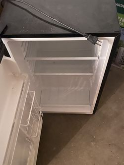 Mini fridge not working 10 parts only for Sale in Lakeland,  FL