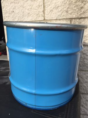 10 Gallon Metal Drum with lid for Sale in Detroit, MI