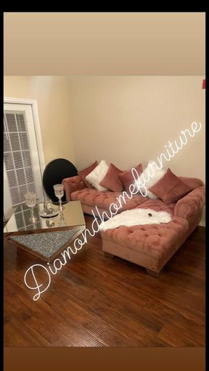 2pc pinck velvet sectional w/ mirrored coffe table for Sale in Houston, TX