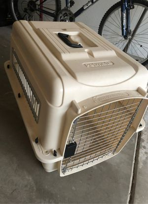 Petmate carrier kennel - for small or medium dogs for Sale in AZ, US