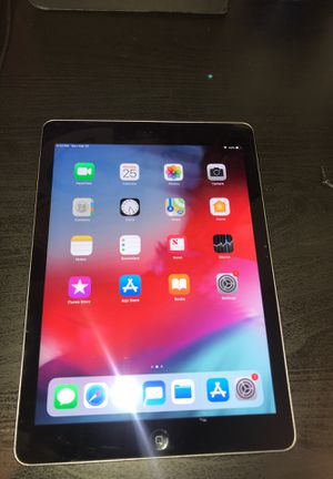 iPad Air w/ Bluetooth Keyboard for Sale in Los Angeles, CA