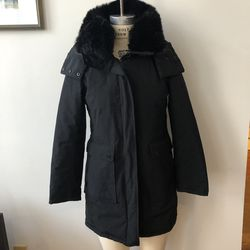 French Connection Women's Sz Sm black parka hooded Winter Puffer faux fur collar Great Preowned condition, very stylish and warm. Removable faux fur for Sale in New York,  NY