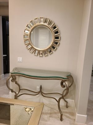 Foyer entry table with Mirror for Sale in Wildomar, CA