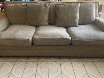 brown couch for Sale in Pico Rivera,  CA