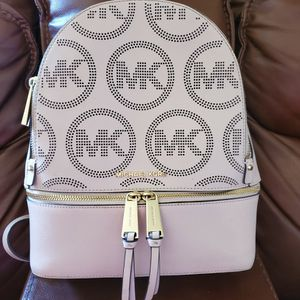 MK BACKPACK LIGHT PINK for Sale in Houston, TX