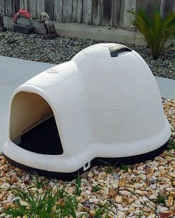 Dog house Igloo XXL for Sale in Modesto,  CA