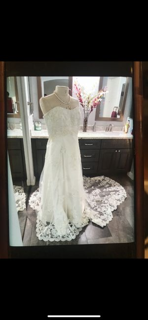 Wedding dress size L Only wore once. for Sale in Oakland, CA