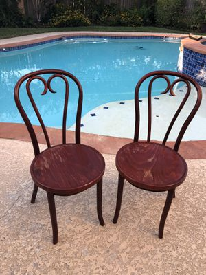 Pair of wooden chairs 🪑 yes sturdy for Sale in Katy, TX