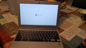 Samsung chrome W/charger for Sale in Colorado Springs, CO