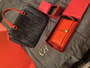 Carolina Herrera handbag with wallet and charm for Sale in Grand Prairie, TX
