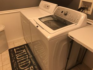 Maytag Bravos X Washer with Kenmore Gas Dryer for Sale in Las Vegas, NV