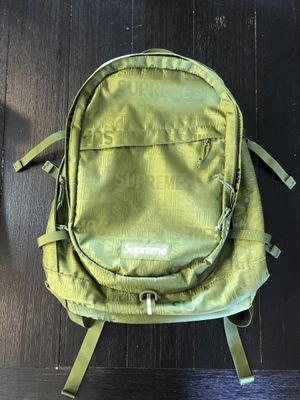 Supreme back pack authentic for Sale in Monroe Township, NJ