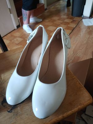 White heels with heart for Sale in Kent, WA