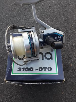 Broken Shakespeare fishing pole reel for parts for Sale in Richmond, CA