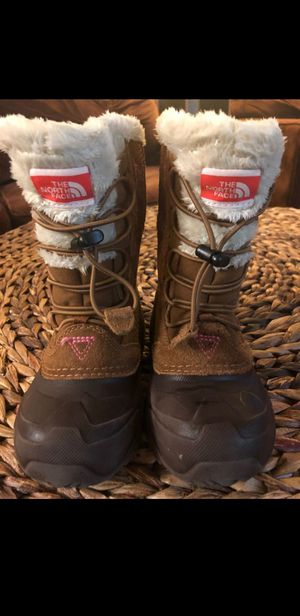North face girls snow boots size 11 for Sale in Everett, WA