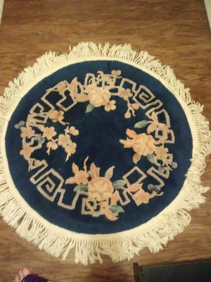 Round blue rug and runner.. Both are dark blue on sides..25 for both for Sale in Dublin, GA