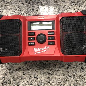 * Milwaukee M18 Dual Power Cordless Jobsite Radio w/ HIGH DEMAND 9.0 battery #16806-3 for Sale in Revere, MA