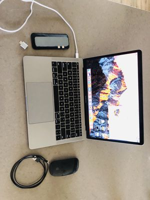 MacBook Pro 2016 with accessories for Sale in Houston, TX