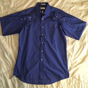 Van Heusan Button Up Long Sleeve Shirt for Sale in Fountain Valley, CA