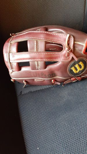 Youth lefty wilson baseball glove for Sale in San Diego, CA