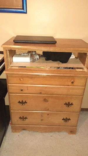 Dresser for Sale in Wichita, KS
