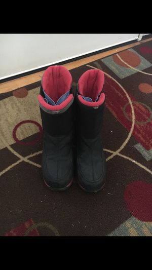 Awesome big kids snow boots - size 3 for Sale in Renton, WA