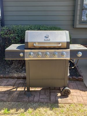 BBQ grill for Sale in Lawrenceville, GA