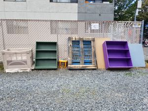 FREE bookcase bookshelves shelves dresser for Sale in Seattle, WA