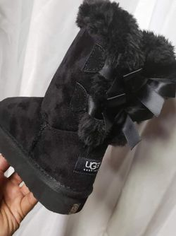 Size 8 Bailey Bow 2 Uggs! Only 90! for Sale in Stonecrest,  GA