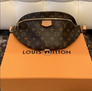 Louis Vuitton bumbag for Sale in Los Angeles, CA