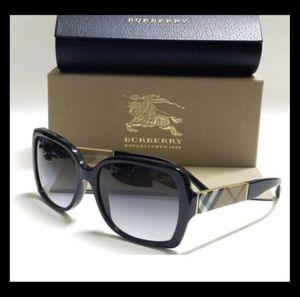 Burberry sunglasses for Sale in Cicero, IL