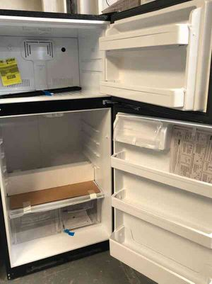 GE refrigerator DZK for Sale in Vinton, TX