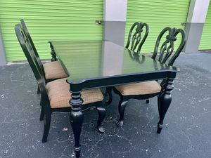 Gorgeous black dining room table & chairs set for Sale in Plantation, FL
