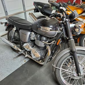 2012 Triumph Bonneville T-100 for Sale in Fresno, CA