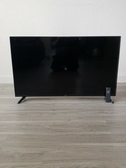 "35"" ONN TV w/ Remote Control for Sale in Sheridan,  CO"