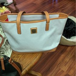 Dooney & Bourke Tote Bag Medium Size for Sale in Hillsboro,  OR