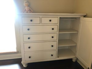 6 Drawer dresser with hanging bar for Sale in Village of Lakewood, IL