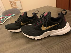 Nike Running Shoes size: 7Y for Sale in Lexington, KY