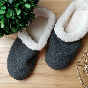 DLuxe by Dearfoams Size Large 9-10 Slippers for Sale in Redmond, WA