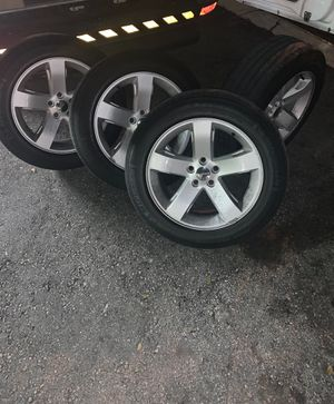 Dodge Challenger rims with tires $500 for Sale in Miramar, FL