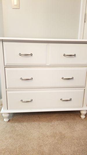 White 3 drawers dresser for Sale in Gainesville, VA