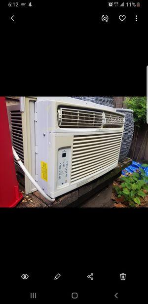 AC Window unit Frigidaire 6,500btu for Sale in Houston, TX