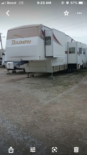 Fleetwood Triumph 5th Wheel 33f for Sale in Granite City, IL