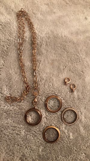 Origami Owl lockets, extenders and necklace for Sale in Puyallup, WA