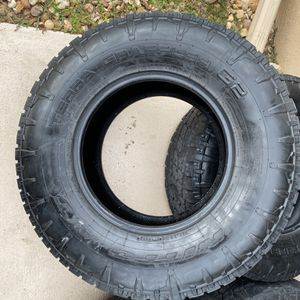 Tires (Jeep) for Sale in Lake Worth, FL