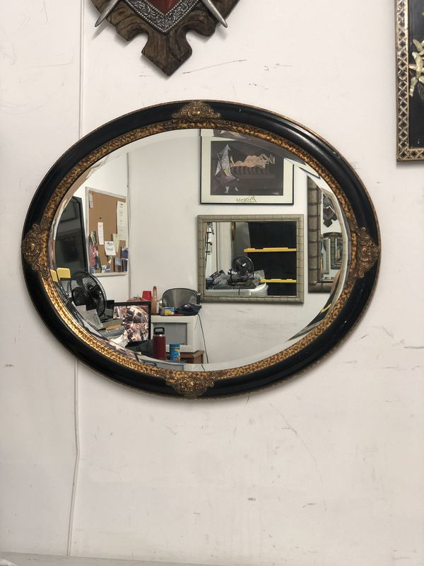 Wall Mirror Oval 26x32